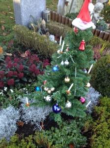 Weihnachtsbaum mit Grab