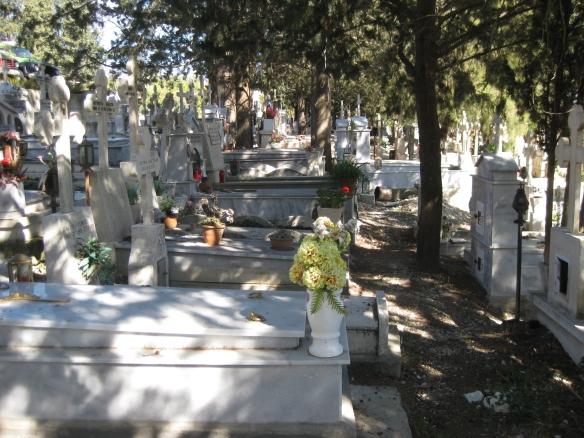 Kleiner idyllischer Friedhof auf Zypern