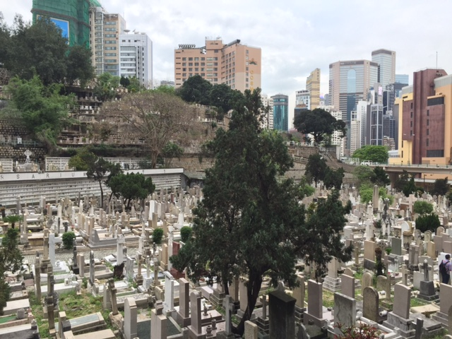 cemetery walk and talk in hong kong with women f rchte. Black Bedroom Furniture Sets. Home Design Ideas