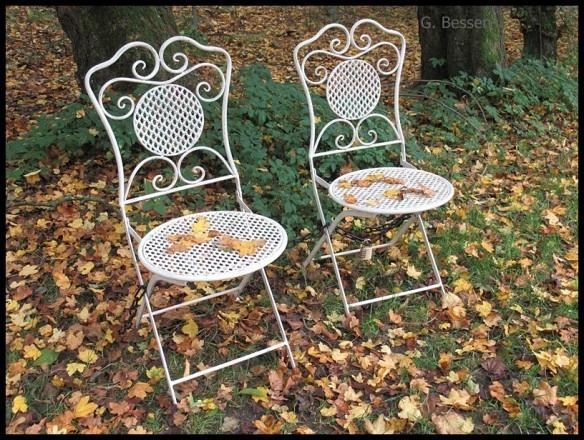 zwei stühle.jpg